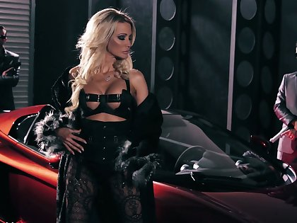 Consummate awesome American gripe Jessica Drake provides bikers with BJs