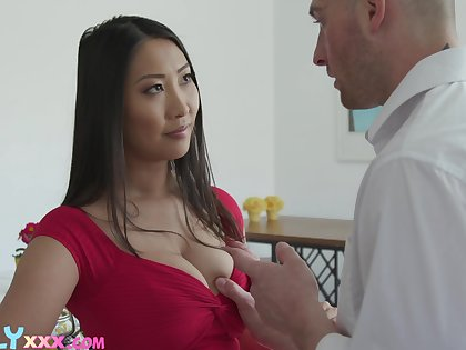 Beloved Asian brunette Sharon Lee uses her boobies for nice titjob