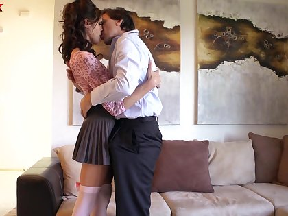 Well shaped brunette Kara Permeate loves sucking flannel and analfucking