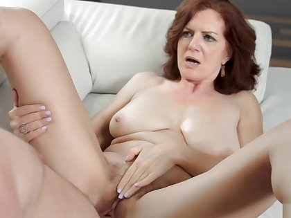 MILF Andis well in pussy pounds in many functioning