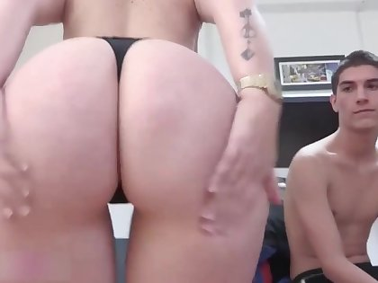Tattooed babe paola with sexy buttocks screwing hard