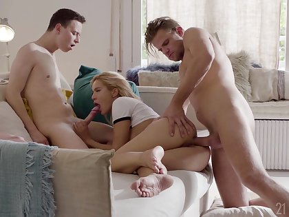 Sexy ass blonde ass fucked in a inane threesome shag
